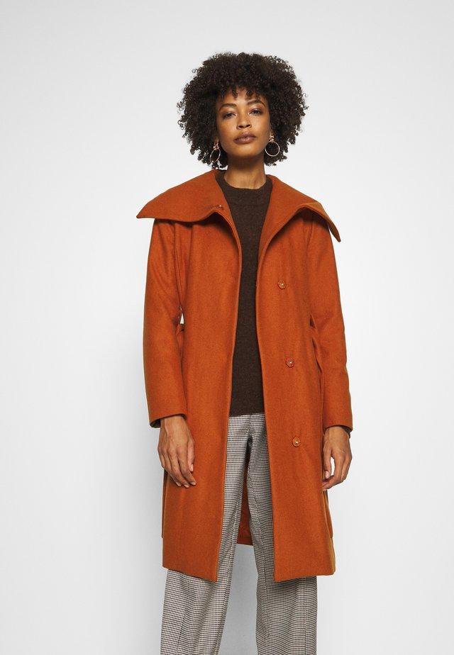 ZELENA COAT - Abrigo clásico - rust