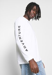 adidas Originals - Long sleeved top - white