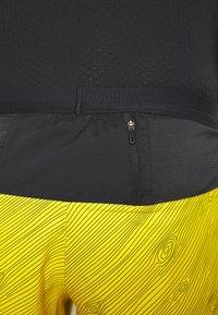 "Nike Performance - M NK FLX STRIDE SHORT 5"" TRAIL - Pantalón corto de deporte - speed yellow/black - 5"