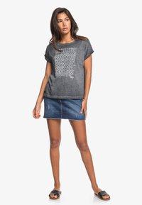 Roxy - SUMMERTIMEHAPIN - Print T-shirt - anthracite - 1