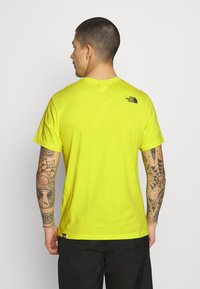 The North Face - FINE TEE - Triko s potiskem - sulphur spring green - 2