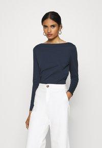 Vero Moda - VMPANDA  - Maglietta a manica lunga - navy blazer - 0
