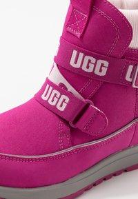 UGG - TABOR WP - Snowboots  - fuchsia - 2