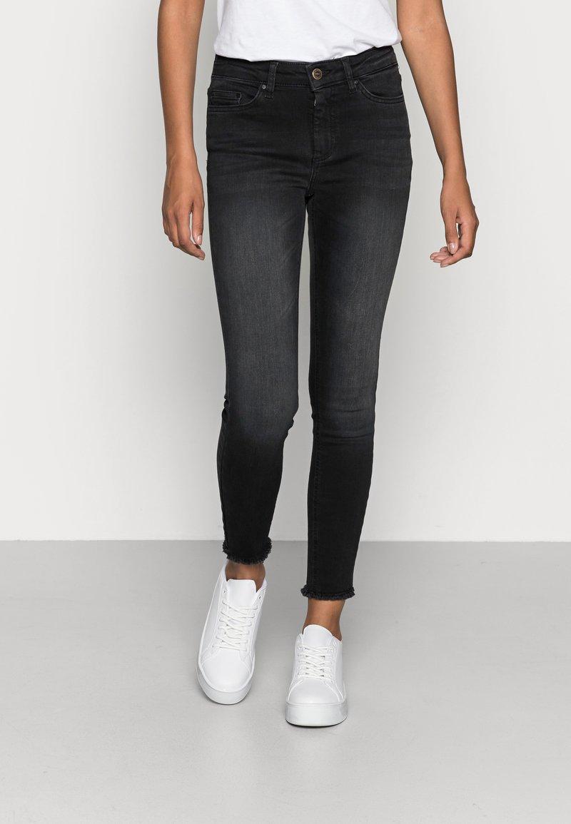ONLY - ONLBLUSH RAW - Jeans Skinny Fit - black denim