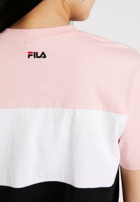 Fila - ALLISON - Camiseta estampada - black/pink/bright white - 5