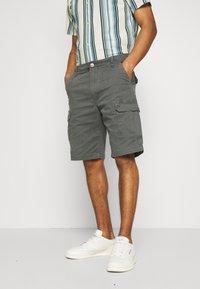 Wrangler - CASEY - Shorts - dark shadow - 0