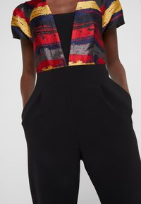 Three Floor - BOURDIN JUMPSUIT - Overall / Jumpsuit /Buksedragter - scarlet red / navy / gold / black - 7