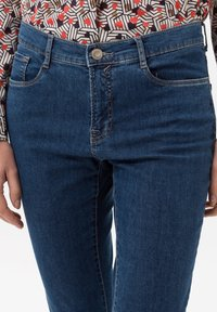 BRAX - STYLE CAROLA - Slim fit jeans - clean regular blue - 3