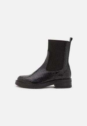 MARCELLA - Korte laarzen - black