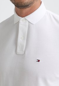 Tommy Hilfiger - CORE REGULAR FIT - Polo shirt - bright white - 4
