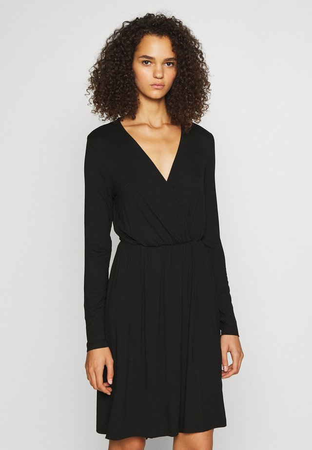 PCMARYJANE WRAP DRESS - Jerseyklänning - black