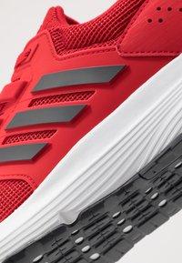 adidas Performance - GALAXY 4 - Nøytrale løpesko - scarlet/grey six/footwear white - 5