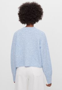 Bershka - CROPPED - MIT KNÖPFEN - Strickjacke - light blue - 2