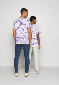 YOURTURN - T-shirt med print - lilac - 2
