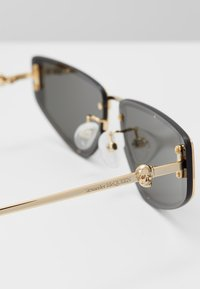 Alexander McQueen - Sunglasses - gold-coloured/grey - 5