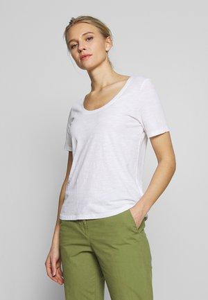 T-SHIRT, SHORT SLEEVE, ROUND NECK - Camiseta básica - white