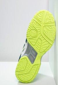 ASICS - GEL-HUNTER 3 - Volejbalové boty - poseidon/white/safety yellow - 4