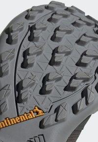 adidas Performance - TERREX AX3 GTX SHOES - Baskets basses - grey - 7