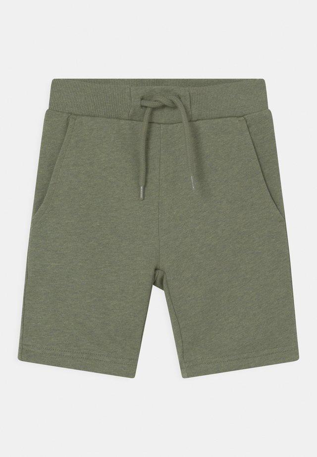 RUE - Shorts - green