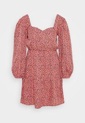SWEETHEART NECK TIER MINI - Denní šaty - pink