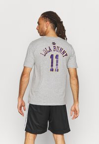 Outerstuff - NBA LOLA BUNNY SPACE JAM 2 TUNE SQUAD NAME & NUMBER TEE  LOL - Club wear - grey - 2