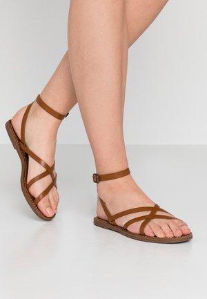BOARDWALK SKINNY - Sandals - english saddle