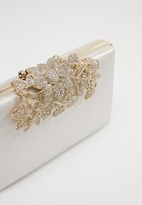 Forever New - CHARLOTTE - Clutch - nude shimmer - 6