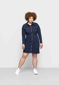 Pieces Curve - PCSILIA DRESS - Denim dress - dark blue denim - 0
