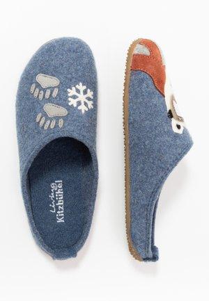PANTOFFEL MIT EISBÄR UND SCHIBRILLE - Domácí obuv - media blue