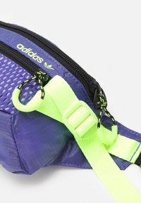 adidas Originals - WAISTBAG UNISEX - Bum bag - purple/black/signal green - 3