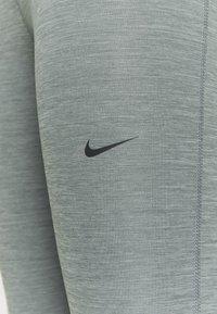 Nike Performance - 365 7/8 HI RISE - Punčochy - smoke grey heather/black - 3