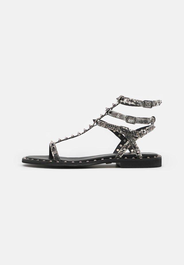 Sandaalit nilkkaremmillä - black/white