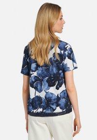 MARGITTES - Print T-shirt - blue - 2