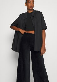 Even&Odd - WIDE LEG CROPPED CORD TROUSERS - Trousers - black - 3