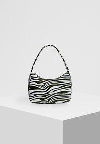 PULL&BEAR - Håndtasker - white - 1