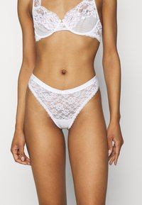 Gilly Hicks - CORE LACE LOGO THONG 3 PACK - String - cloud dancer - 1