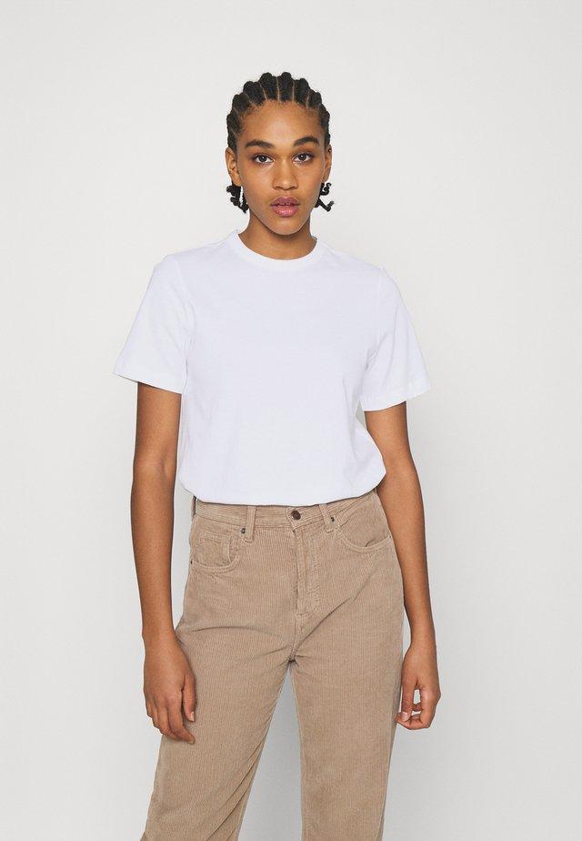 YASSARITA O-NECK TEE  - Jednoduché triko - bright white
