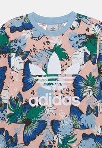 adidas Originals - CREW - Sweatshirt - haze coral/multicolor - 2