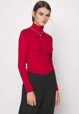 MENTOS - Stickad tröja - tango red