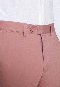Jack & Jones PREMIUM - JPRLIGHT SID TROUSER - Trousers - soft pink - 3