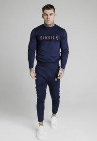 SIKSILK - EYELET PANEL CREW - Camiseta de manga larga - navy eclipse - 0