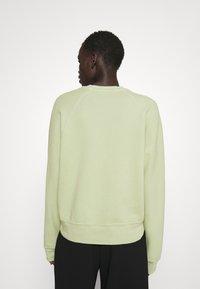 Proenza Schouler White Label - MODIFIED RAGLAN TIE DYE - Sweatshirt - spanish moss - 2