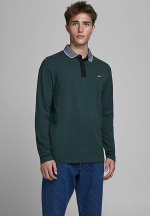 PIKEE - Polo shirt - darkest spruce