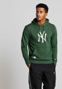 New Era - MLB NEW YORK YANKEES SEASONAL TEAM LOGO HOODY - Club wear - green - 0