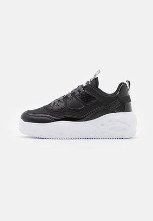 VEGAN FLAT - Sneakersy niskie - black