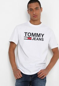 Tommy Jeans - CLASSICS LOGO TEE - Print T-shirt - white - 0