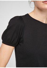 QS by s.Oliver - MIT PUFFÄRMELN - Print T-shirt - black - 6