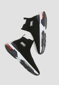 PULL&BEAR - Sneakers alte - black - 4