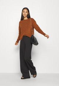 ONLY - ONLFEVER CLARA PANT - Pantalones - black - 1