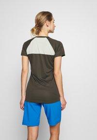 ION - TEE SCRUB AMP DISTORTION  - T-shirt z nadrukiem - root brown - 2